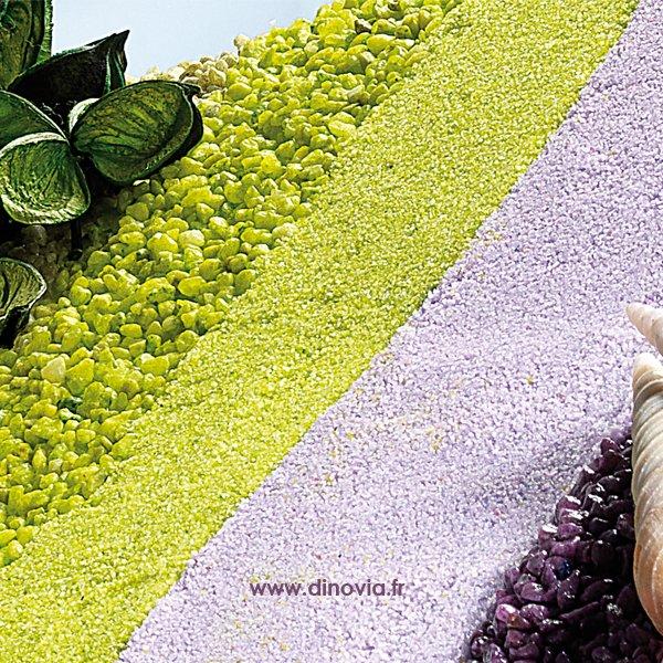 Décoration de la table avec des sables et granulats de couleur