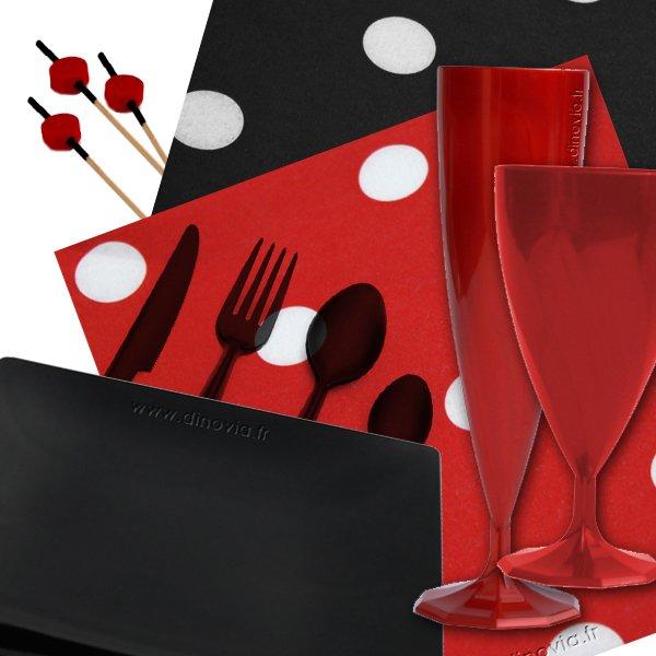Vaisselle jetable de couleur noire et rouge
